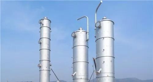 恒力炼化乙烯项目直径最大塔器完成吊装